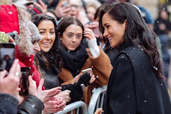 Duchess of Sussex meets crowds  (Credit Daily Mail)
